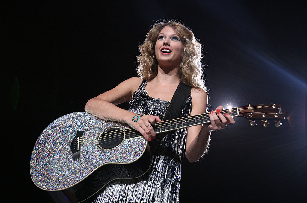 'Fearless' and 'Fearless Taylor's Version' are in a Tight Fight on the Charts: Which one is Better?