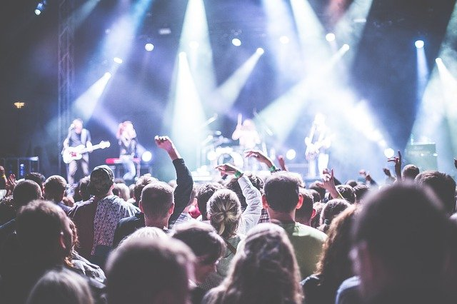 4 Reasons To Hire A Band For Your Event