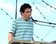 Ira Kaplan performing with Yo La Tengo in 2010