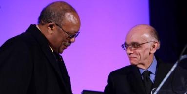 Quincy Jones awards José Antonio Abreu with The Q Prize.