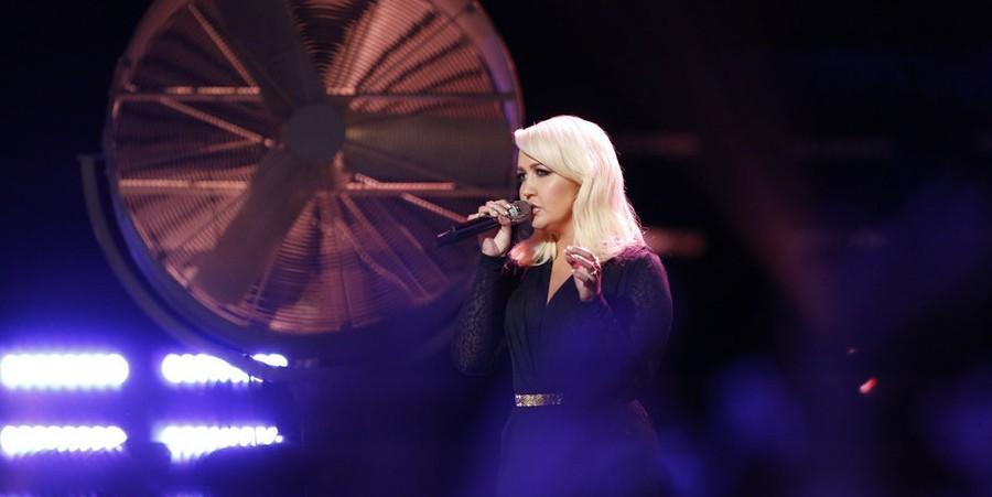 Meghan Linsey performs