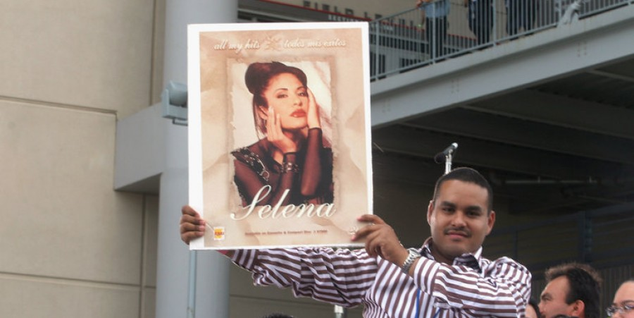 Fans at 'Selena VIVE' Tribute Concert
