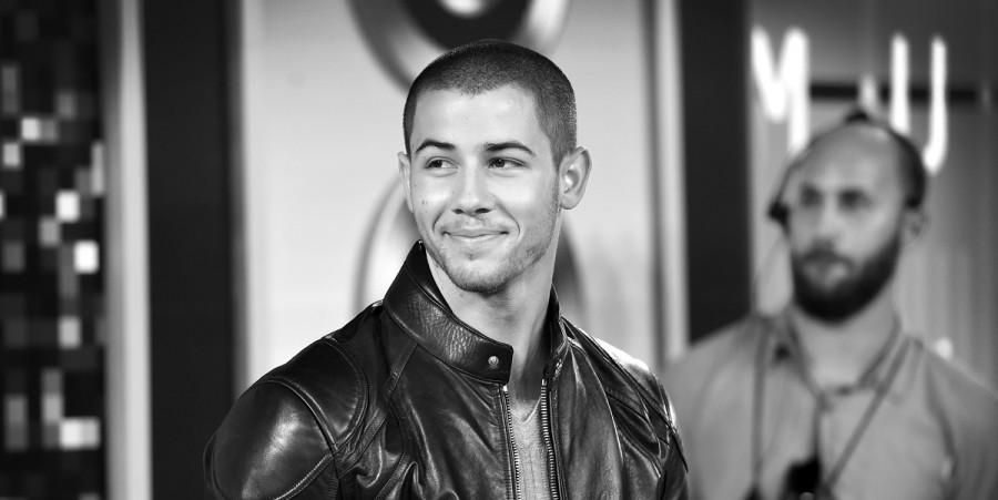 Nick Jonas Performs New Single Levels at 2015 VMAs