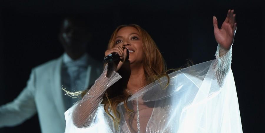 Beyonce performs at Grammys 2015