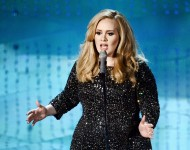 Adele performs at 2013 Oscars
