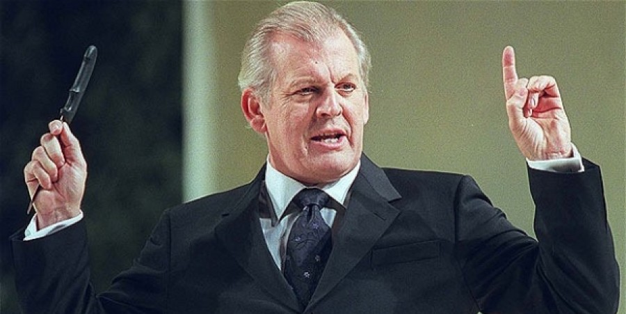Baritone Sir Thomas Allen Takes on Scottish Opera, At Least for Now