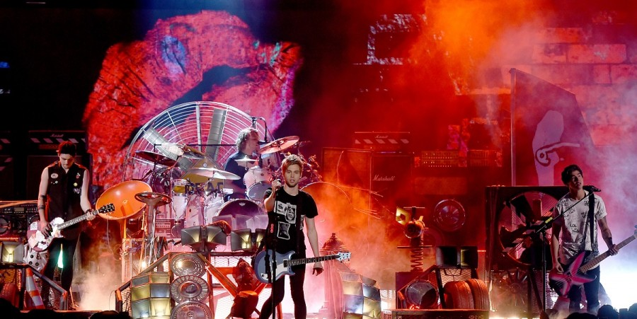 5 Seconds of Summer perform at 2015 Teen Choice Awards