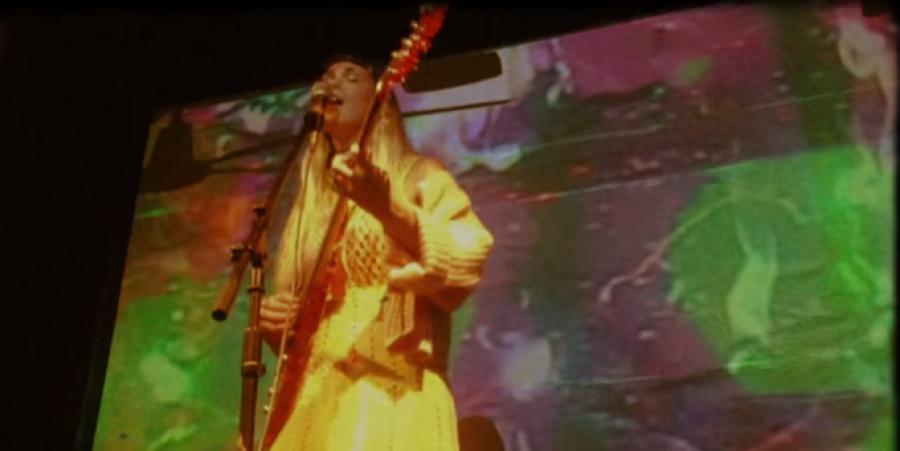 Screenstill of Eartheater aka Alexandra Drewchin performing