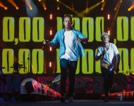 Liam Payne and Niall Horan perform with One Direction, 2015