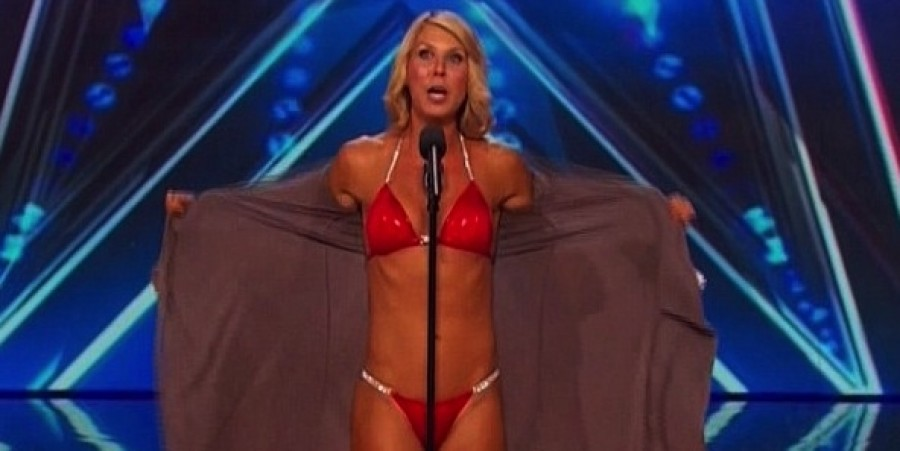 Bikini-clad opera singer Maggie Lane