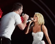 Sam Hunt and Carrie Underwood perform at 2016 Grammys