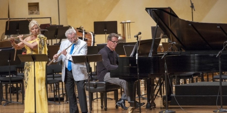 REVIEW: Irish Melodies Shine in Sir James Galway's Premiere of Irish Flute Concerto at Ravinia