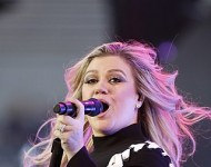 Kelly Clarkson during the 2018 Warrior Games Opening Ceremonies on June 2, 2018
