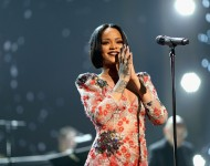 Rihanna donated 4,000 tablets: The Prime Minister thanked her.