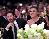 Kelly Clarkson moved out from a $10 million mansion after divorcing her husband?