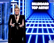 Kelly Clarkson's trending cover songs in The Kelly Clarkson Show