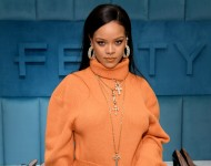 Rihanna Bruised Face and Forehead in Electric Scooter Accident