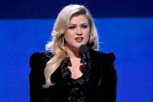 "Kelly Clarkson Admits Divorce Has Been ""A Bit of a Dumpster"""