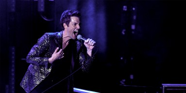 """The Killers Welcome Las Vegas Raiders With """"Mr. Brightside"""" During NFL Halftime"""