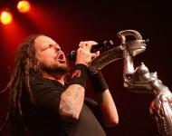 Korn's Lead Singer Jonathan Davis Struggles On Stage After COVID-19 Diagnosis [VIDEO]