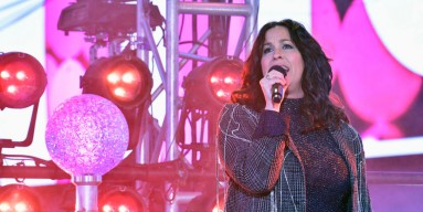 Alanis Morissette Raped At 15-Years Old in New 'Jagged' Documentary, Singer Blames Music Industry For It?