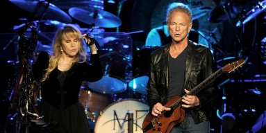 Lindsay Buckingham Convinced Ex-GF Stevie Nicks 'Never Been Completely Over' Him Amid Divorce With Ex-Wife?