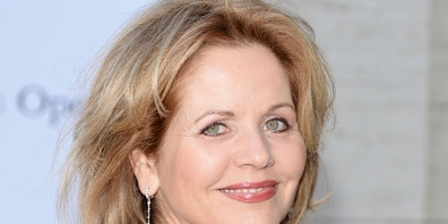 Soprano Renee Fleming Announces 'Christmas in New York' Disc Pre-Order, Release October 14